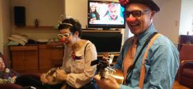 Festa nadalenca a càrrec de Xarop Clown al centre Maria Gay de Girona