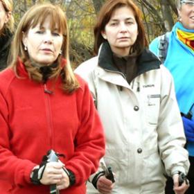 Beneficios de la marcha nórdica para la gente mayor
