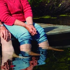 Exercicis senzills per cuidar els peus de la gent gran