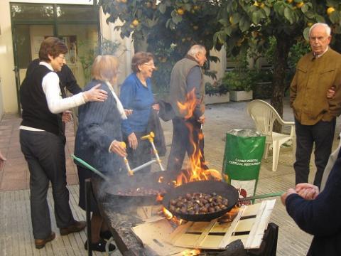 Celebració de la Castanyada al Centre Geriàtric Maria Gay