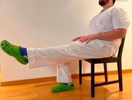 Exercicis extremitats inferiors amb cadira